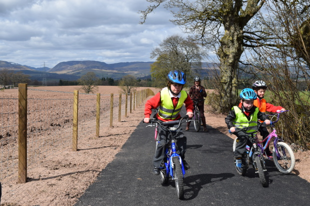 Muthil to Crieff path opening